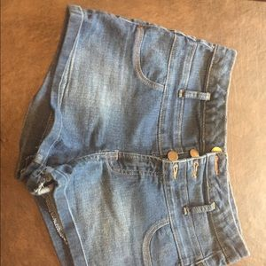 Refuge Three-buttoned Jean Short